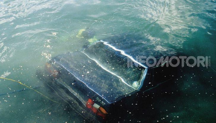 Auto sommersa dall'acqua