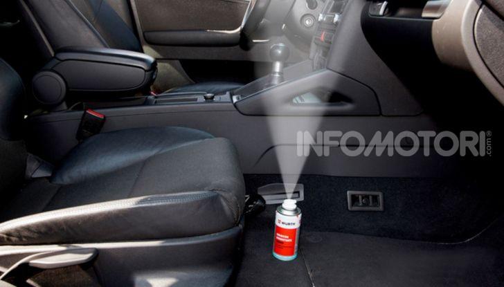 Igienizzazione degli interni auto tramite prodotto specifico