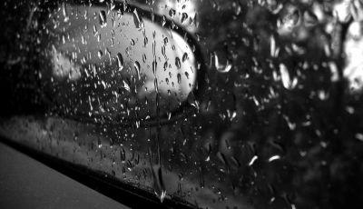Acqua in auto: come asciugare l'abitacolo e cosa fare in caso di alluvione