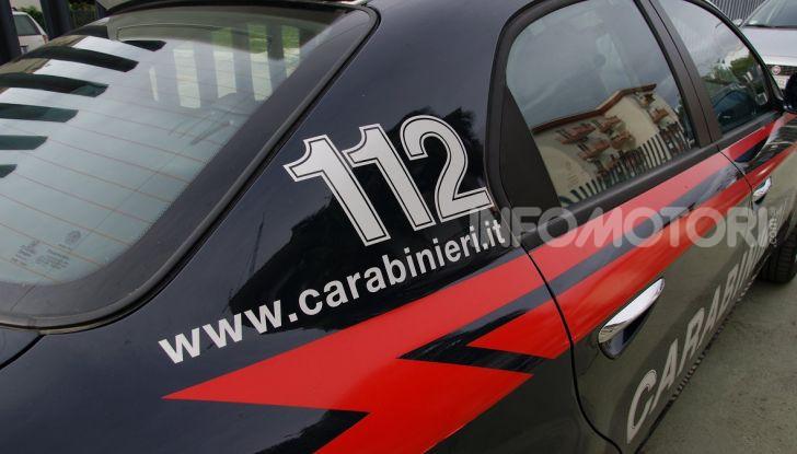 Un'auto dei Carabinieri impegnata in un furto