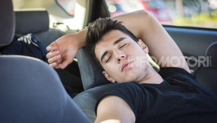 Dormire in automobile