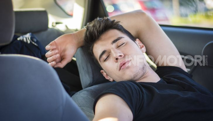 Dormire in automobile