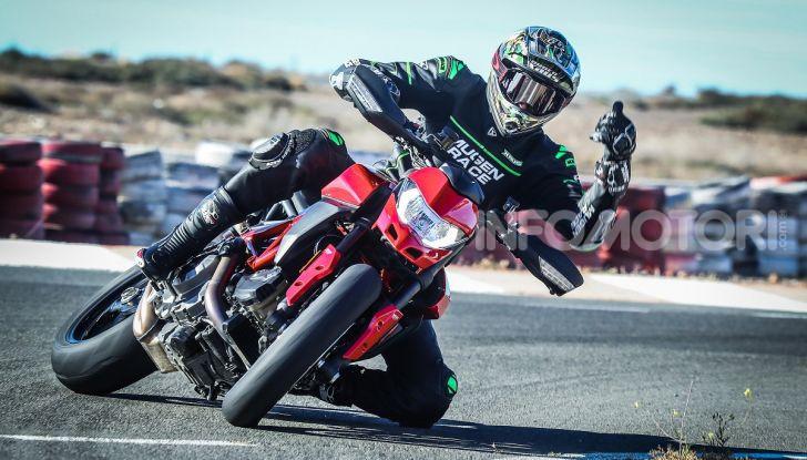 Ruben Xaus ginocchio a terra moto in pista