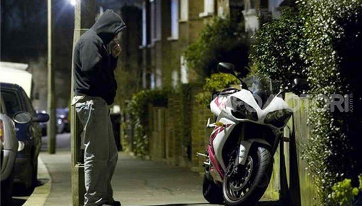 Un ladro pensa di rubare una Yamaha YZF-R1