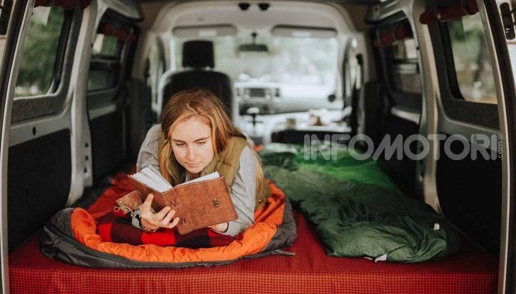 Viaggio in auto dormire macchina