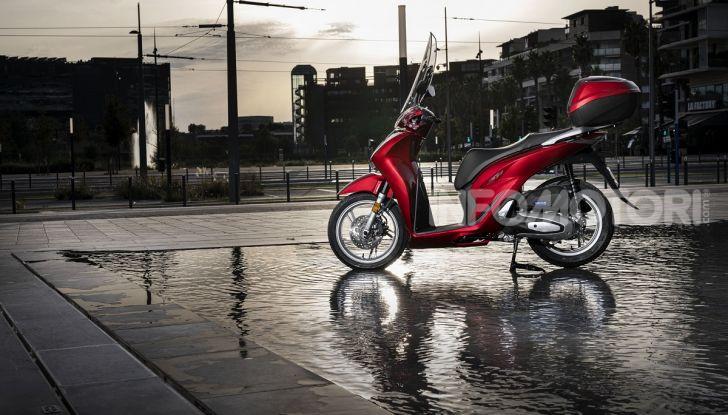 Honda SH125/150i 2020: lo scooter best-seller di vendite in Europa si rifà il look - Foto 2 di 11