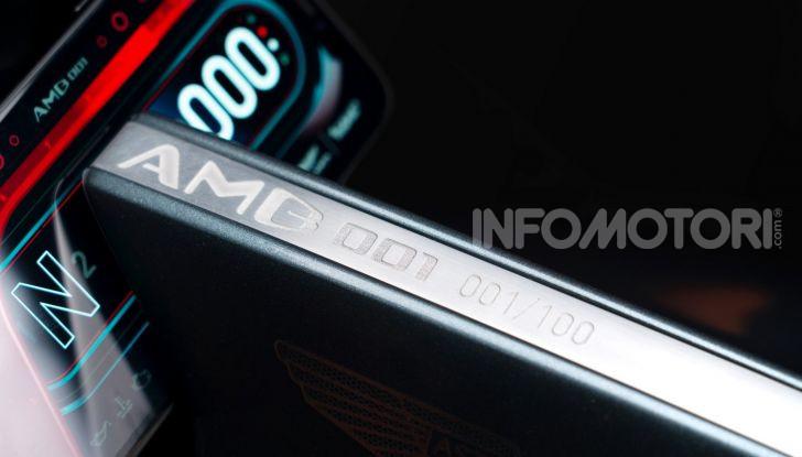 Aston Martin presenta la prima moto della propria storia - Foto 5 di 10