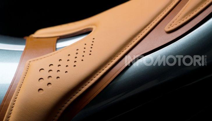 Aston Martin presenta la prima moto della propria storia - Foto 6 di 10
