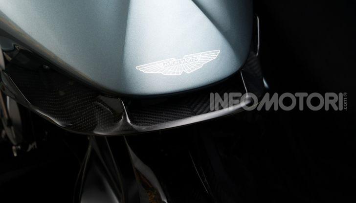 Aston Martin presenta la prima moto della propria storia - Foto 8 di 10