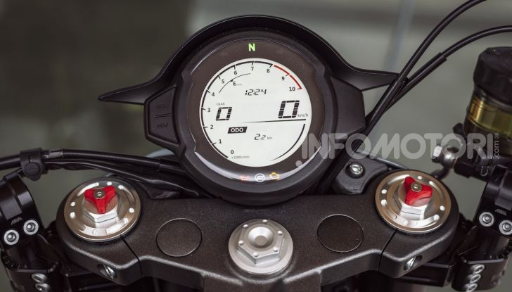 CF Moto 700CL-X: presentata a EICMA la nuova classic di media cilindrata - Foto 1 di 12