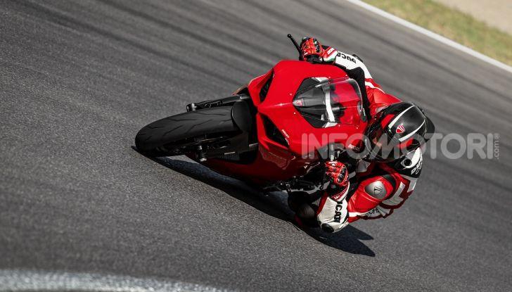 Ducati Panigale V2: per la pista e per la strada - Foto 12 di 31