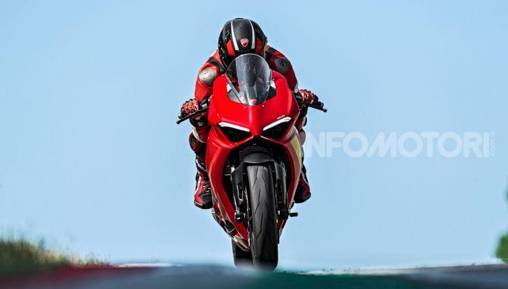 Ducati Panigale V2: per la pista e per la strada - Foto 13 di 31