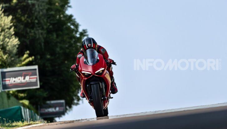Ducati Panigale V2: per la pista e per la strada - Foto 16 di 31