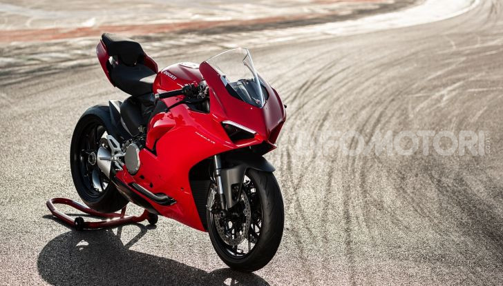 Ducati Panigale V2: per la pista e per la strada - Foto 9 di 31