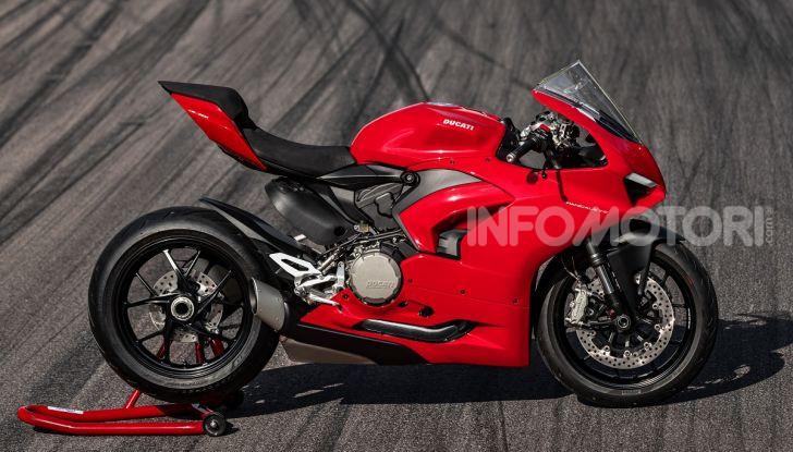 Ducati Panigale V2: per la pista e per la strada - Foto 10 di 31