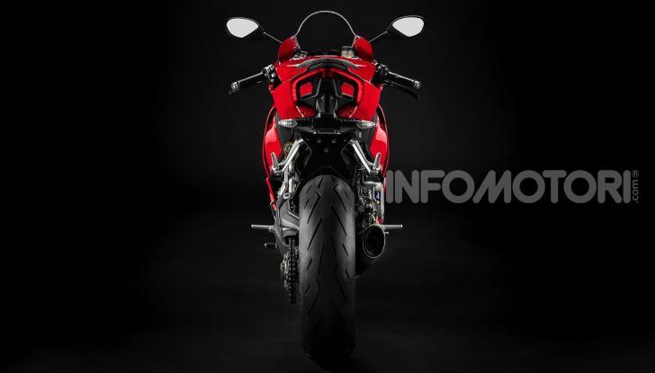 Ducati Panigale V2: per la pista e per la strada - Foto 23 di 31