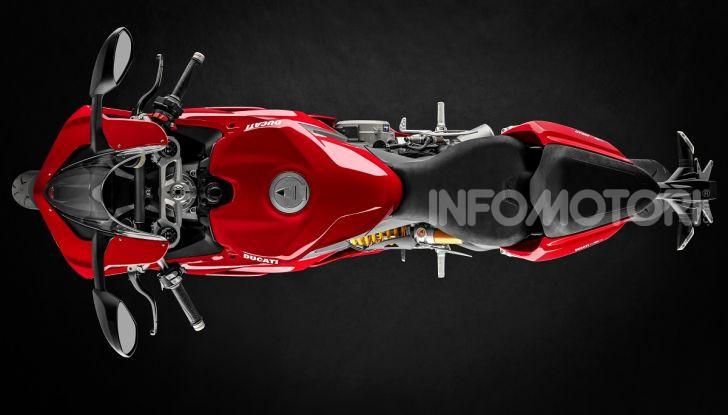 Ducati Panigale V2: per la pista e per la strada - Foto 24 di 31
