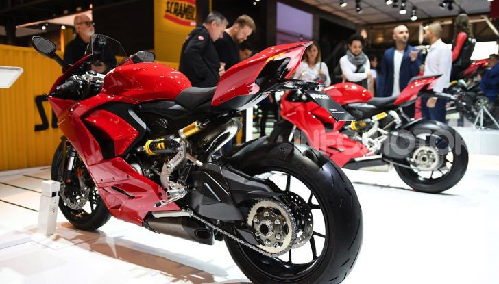 Ducati Panigale V2: per la pista e per la strada - Foto 1 di 31