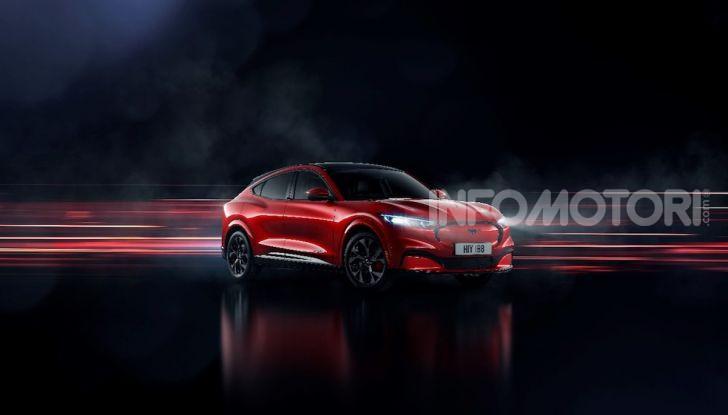 Ford Mustang Mach-E: per il SUV elettrico servono 50.000 euro - Foto 1 di 20