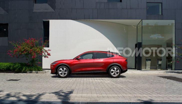 Ford Mustang Mach-E: per il SUV elettrico servono 50.000 euro - Foto 2 di 20