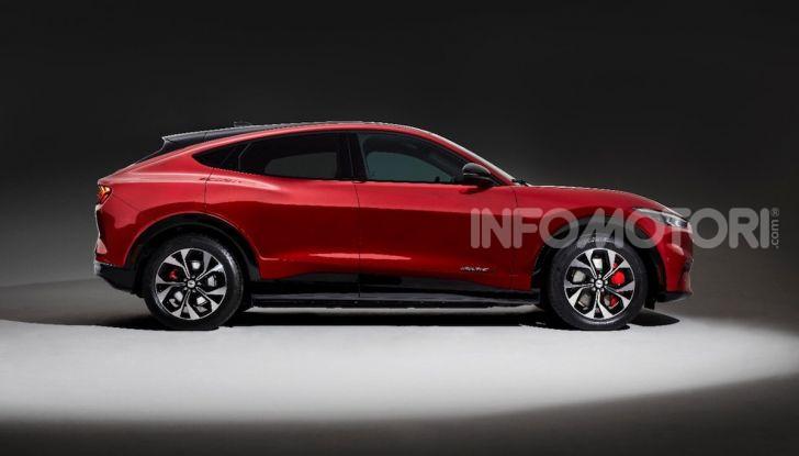 Ford Mustang Mach-E: per il SUV elettrico servono 50.000 euro - Foto 20 di 20