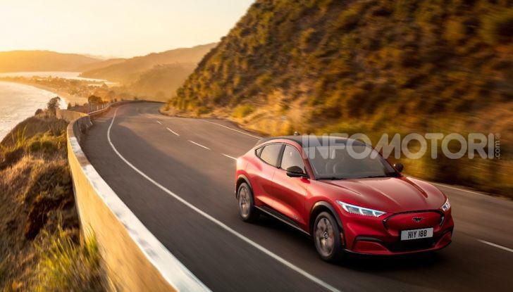 Ford Mustang Mach-E: per il SUV elettrico servono 50.000 euro - Foto 3 di 20