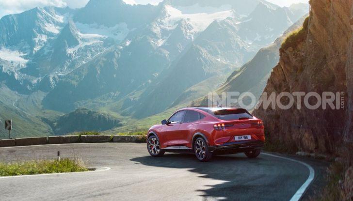 Ford Mustang Mach-E: per il SUV elettrico servono 50.000 euro - Foto 4 di 20