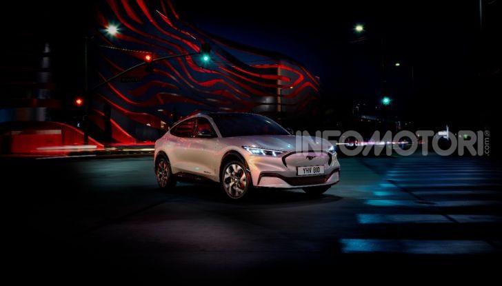 Ford Mustang Mach-E: per il SUV elettrico servono 50.000 euro - Foto 5 di 20