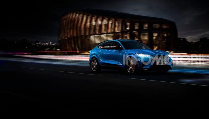 Ford Mustang Mach-E: per il SUV elettrico servono 50.000 euro - Foto 7 di 20