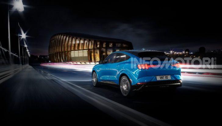 Ford Mustang Mach-E: per il SUV elettrico servono 50.000 euro - Foto 8 di 20