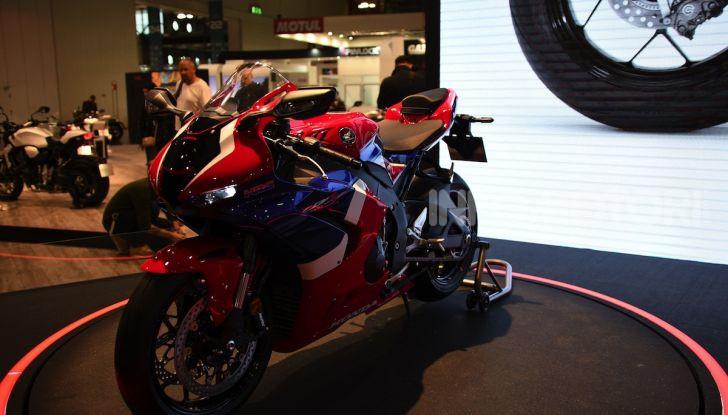 Honda CBR1000RR-R 2020: la nuova Superbike della Casa dell'Ala, anche in versione SP - Foto 28 di 42