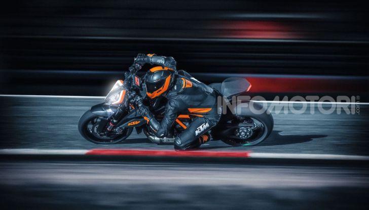 """KTM 1290 Superduke R 2020: la """"Bestia"""" arancione, atto terzo - Foto 6 di 8"""