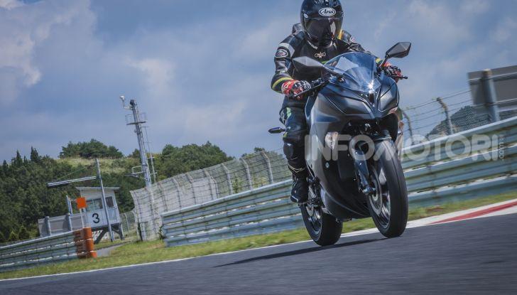 Kawasaki sempre più verde: arriva la prima moto elettirica di Akashi - Foto 10 di 12