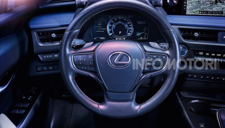 Lexus UX 300e: il SUV elettrico che non c'era - Foto 14 di 47