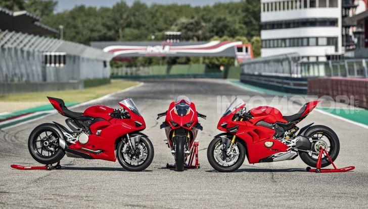 Ducati Panigale V2: per la pista e per la strada - Foto 31 di 31