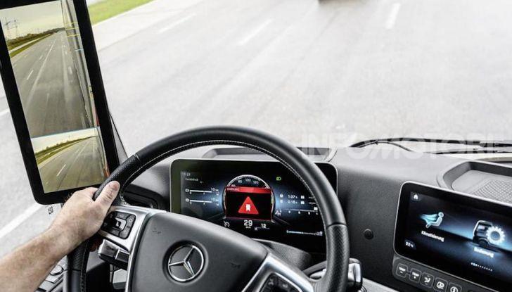Mercedes: in arrivo i TIR intelligenti che evitano ciclisti e pedoni - Foto 2 di 8