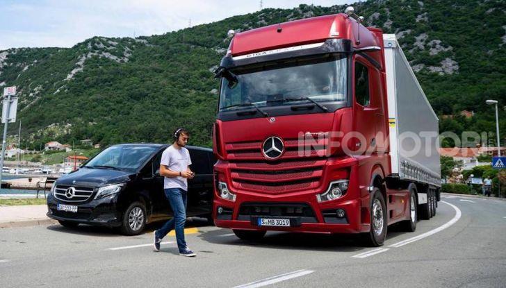 Mercedes: in arrivo i TIR intelligenti che evitano ciclisti e pedoni - Foto 6 di 8