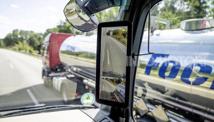 Mercedes: in arrivo i TIR intelligenti che evitano ciclisti e pedoni - Foto 7 di 8