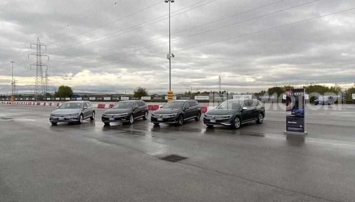 Nuova Volkswagen Passat 2020 prova su strada, versioni e prezzi - Foto 9 di 19