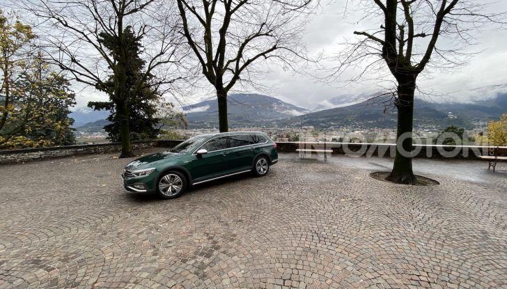 Nuova Volkswagen Passat 2020 prova su strada, versioni e prezzi - Foto 7 di 19