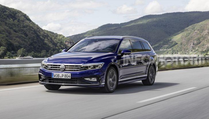 Nuova Volkswagen Passat 2020 prova su strada, versioni e prezzi - Foto 12 di 19