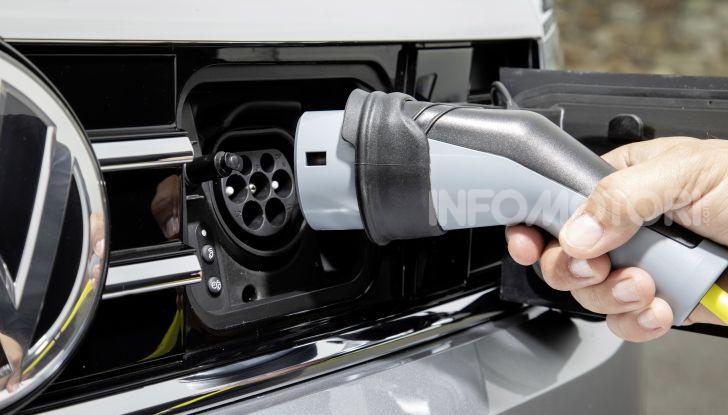 Nuova Volkswagen Passat 2020 prova su strada, versioni e prezzi - Foto 16 di 19
