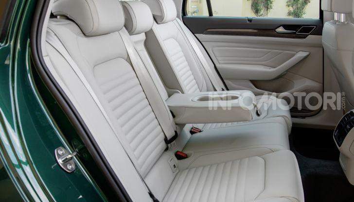 Nuova Volkswagen Passat 2020 prova su strada, versioni e prezzi - Foto 18 di 19