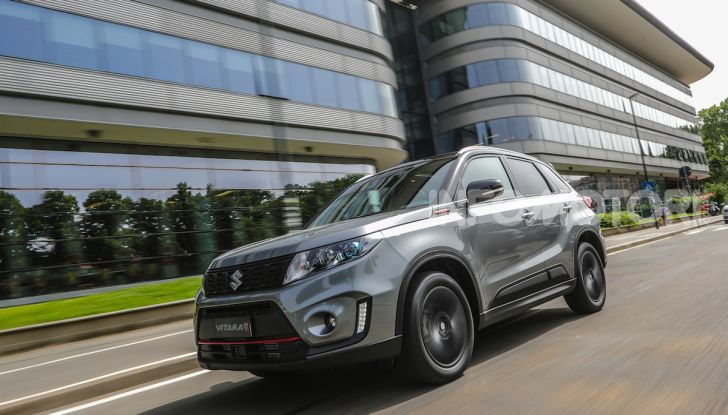 Suzuki Vitara Katana: la jeep ispirata a un'icona delle due ruote - Foto 8 di 11