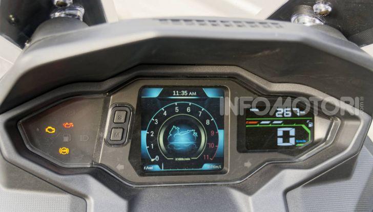"""Prova SYM Maxsym TL 500, il maxi bicilindrico """"non estremo"""" che mancava - Foto 5 di 28"""