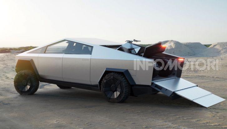 Tesla Cybertruck: il pick-up elettrico tagliato col machete - Foto 3 di 10