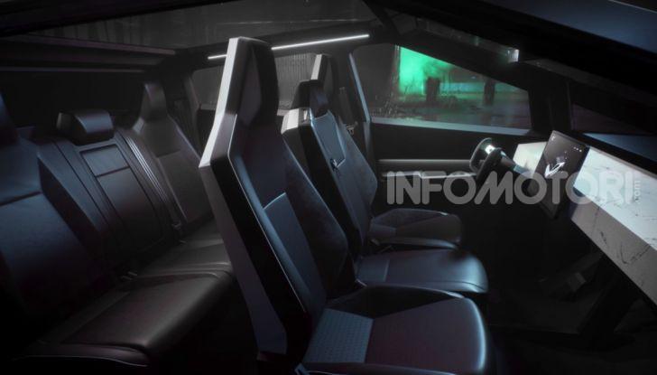 Tesla Cybertruck: il pick-up elettrico tagliato col machete - Foto 7 di 10