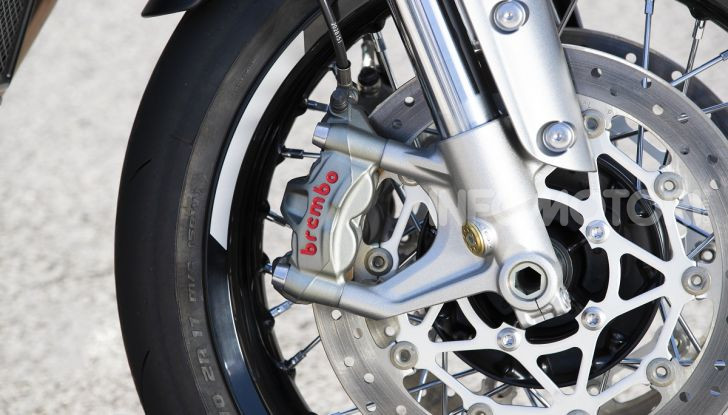 Triumph Thruxton RS 2020: l'iconica cafè racer si evolve in chiave moderna - Foto 26 di 33