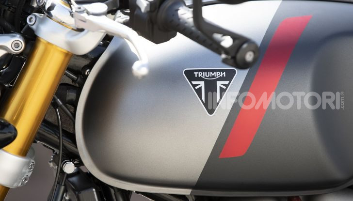 Triumph Thruxton RS 2020: l'iconica cafè racer si evolve in chiave moderna - Foto 24 di 33