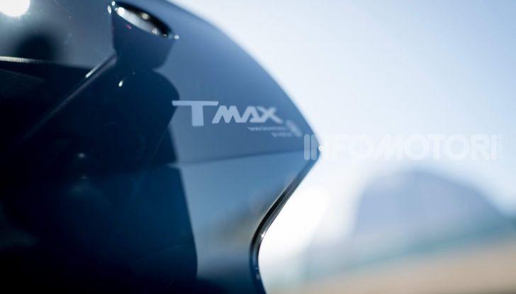 Video prova in anteprima Yamaha TMAX 560 2020, è maggiorenne ma continua a crescere - Foto 26 di 83